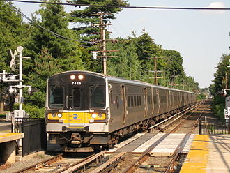 Hempstead Branch - Image: LIRR Bombardier M 7 7425 train 757
