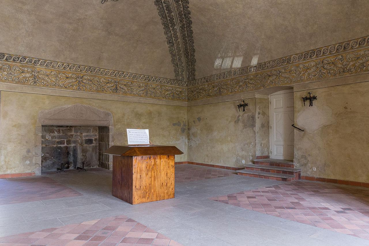 File la chaise dieu salle de l 39 cho wikimedia commons - Hotel de l echo la chaise dieu ...