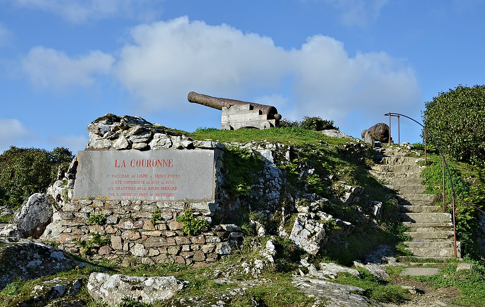 Top of the site of Le Rocher, with a plaque and a 18th century cannon, La Roche-Bernard, Morbihan, France.