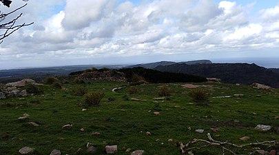 La costa sud de ciutadella amunt castell de santa águeda.jpg