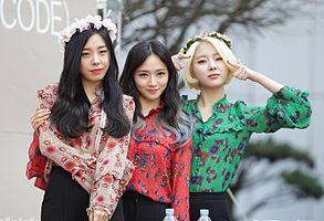 Ladies' Code at a fansign in Shinsegae inMarch 2016 03.jpg