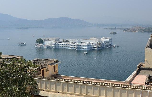 Lake Palace, Lake Pichola, Udaipur 2.jpg