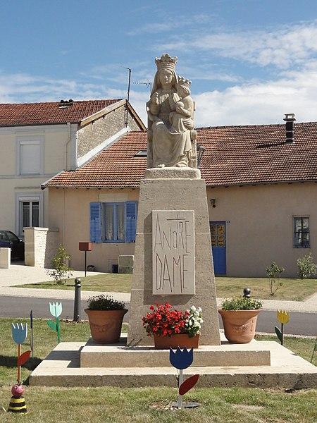 Le Bouchon-sur-Saulx (Meuse) monument aux morts