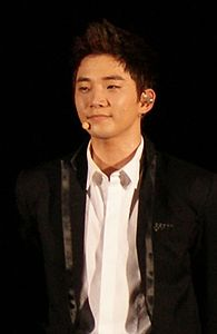 Lee Junho in Japan on 6 August 2011.jpg