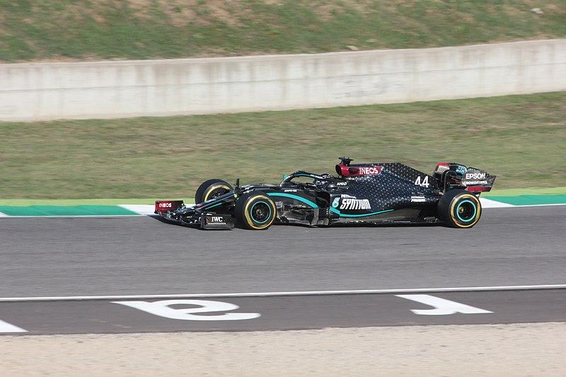 Datei:Lewis Hamilton 2020 Tuscan Grand Prix - race day.jpg