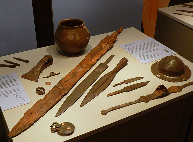 Weapons from the early Saxon cemetery of Liebenau