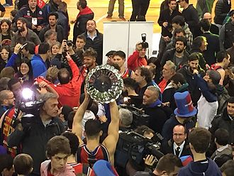 San Lorenzo de Almagro (basketball) - San Lorenzo players celebrating the 2015–16 season LNB title.