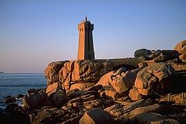 Lighthouse Ploumanach.jpg