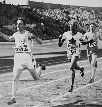 Lloyd Hahn - Lloyd Hahn (left) winning an 800 m semifinal at the 1928 Olympics