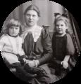 Luitgard Himmelheber mit Dorle und Hans ca. 1910.png