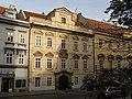 Měšťanský dům U zlatého pluhu, U tří stříbrných hvězd (Malá Strana), Praha 1, Karmelitská 10, Malá Strana.JPG