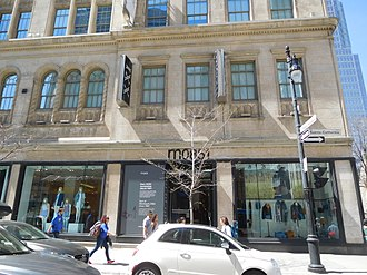 M0851 - Store in Montreal Eaton Centre