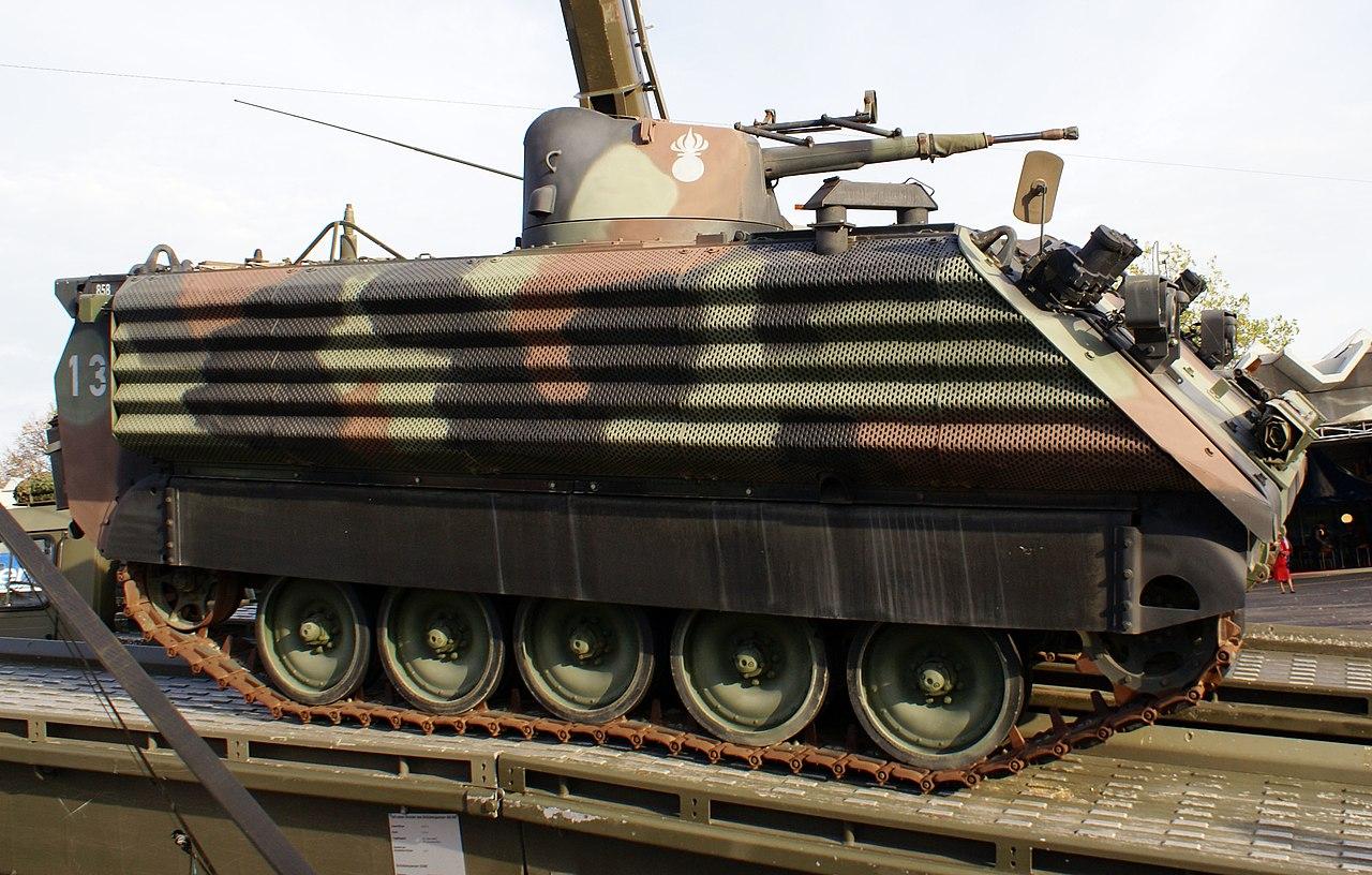 المزيد من الحيل السورية لحماية دبابات النظام !! 1280px-M113_Kawest_seitlich