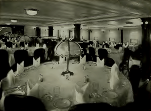 SS Maui (1916) - Main dining salon of Matson liner Maui in 1917.