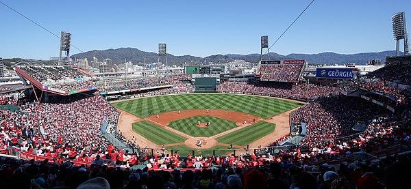 https://upload.wikimedia.org/wikipedia/commons/thumb/6/65/MAZDA_Zoom-Zoom_Stadium_Hiroshima%28March_21%2C_2016%29.JPG/600px-MAZDA_Zoom-Zoom_Stadium_Hiroshima%28March_21%2C_2016%29.JPG