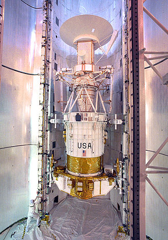Magellan (spacecraft) - Image: Magellan Preparations
