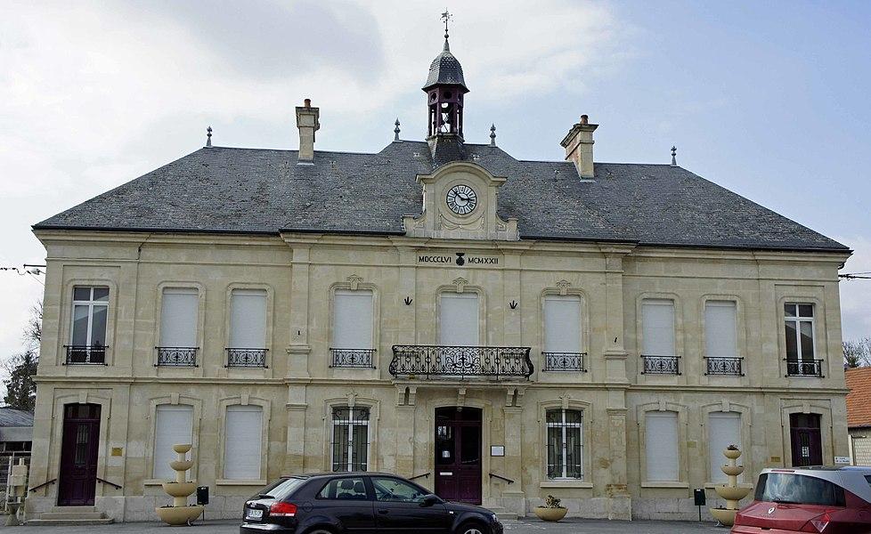 Vue de la Mairie de BOult sur Suippe.