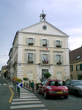 Mairie luzarches.JPG