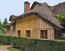 Maison du garde au Hameau de la Reine (2).jpg