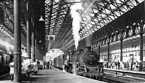 Manchester Exchange railway station - View westward, along Platforms 2/3 in 1966