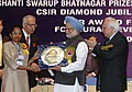 Manmohan Singh giving away the Shanti Swarup Bhatnagar Prize for Science and Technology 2007 to Dr. Rama Govindarajan of Bangalore for her outstanding contribution in Engineering Sciences, in New Delhi on December 20, 2008.jpg