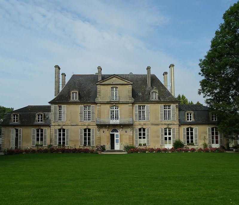 Martragny (14) Façade sud du château.JPG