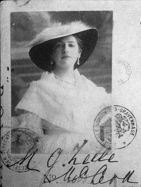 File:Mata-Hari 1915.jpg