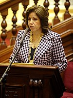 Medalla de Honor del Congreso a Lourdes Flores (обрезано) .jpg