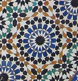 Azulejo alicatado em El-Hedine, Marrocos.