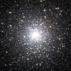 Messier 15 pelo Telescópio Espacial Hubble