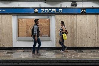 Metro Zócalo - Station platform