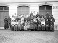 MitarbeiterInnen der Ausrüstungswerkstatt - CH-BAR - 3241274.tif