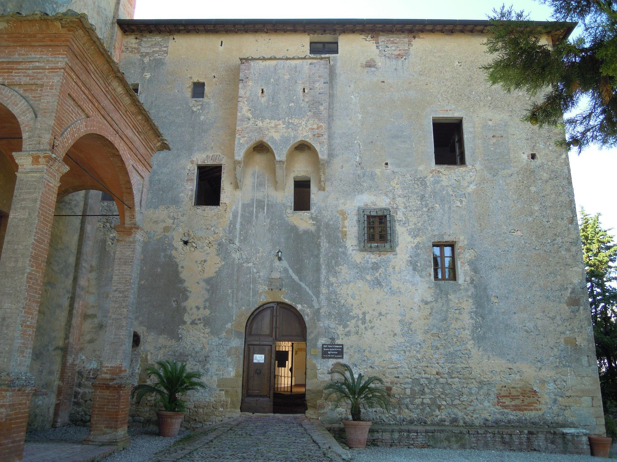 Monastero di Sant'Anna in Camprena, facciata