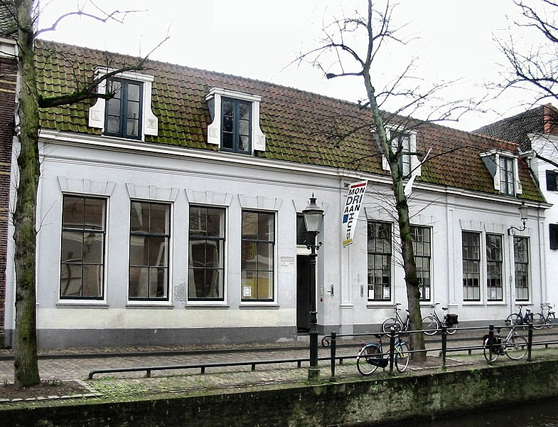 (Mondriaans birth house in Amersfoort, The Netherlands, picture by Wikipedia contributor: Ellywa