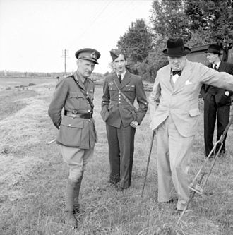 Peter II of Yugoslavia - Image: Montgomery Pedro II De Yugoslavia Y Churchill 04071941