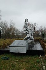 Monument 36 soviet warriors five nationalities in Ohramievychi.JPG