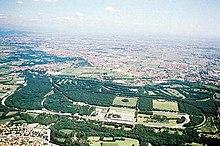 Le circuit de Monza vu du ciel, le tracé actuel ainsi que les anciennes portions désormais inutilisées sont visibles.