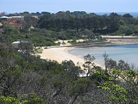 Mornington Mills Beach W from carpark.jpg