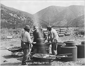 Serrano people - Workers making pipe turnouts on the Morongo Reservation