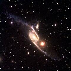 [Obrazek: 240px-NGC_6872_and_IC_4970_by_ESO_VLT.jpg]