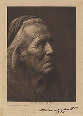 EDWARD SHERIFF CURTIS LE PHOTOGRAPHE DES AMÉRINDIENS 172px-NavahoMedicineManCurtis