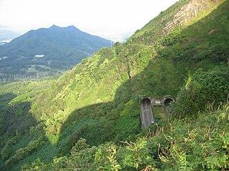Hawaii Route 61 - Image: Nuuanu Pali (1262)