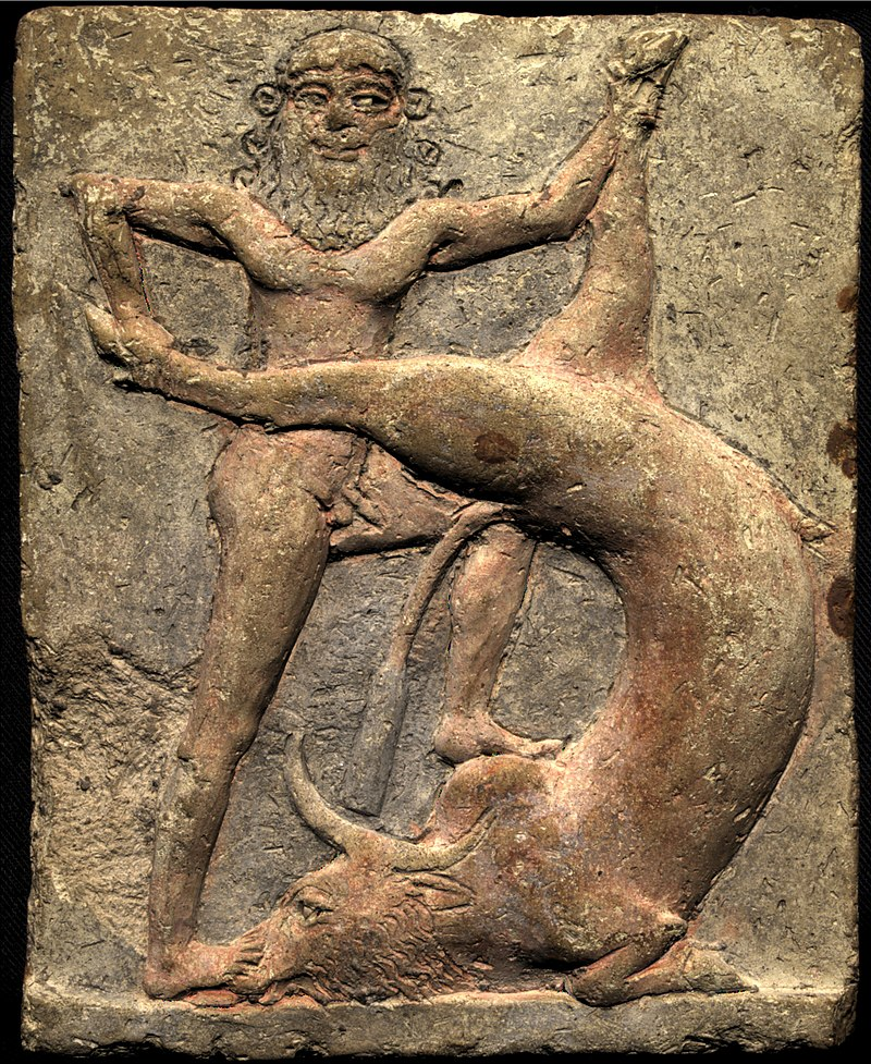 Tablette d'argile sur laquelle est représenté un personnage terrassant un taureau.