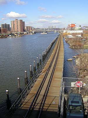 Oak Point Link - A portion of the Oak Point Link constructed as a viaduct along the east bank of the Harlem River, looking north from the Madison Avenue Bridge