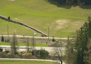 Il fossato anti carro dello sbarramento Prato Drava, sulla Strada statale 49 della Pusteria a Prato alla Drava.
