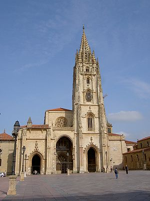 Oviedo Cathedral - Façade of the cathedral.
