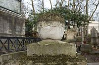 Père-Lachaise - Division 28 - Pourailly 05.jpg