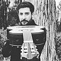 Pablo Negrete Salazar con su guitarra construída por Miguel Sandoval.jpg
