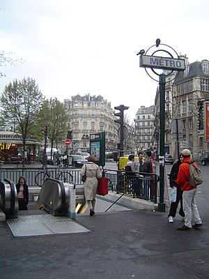 Villiers (Paris Métro) - Image: Paris metro 3 villier entrance 2