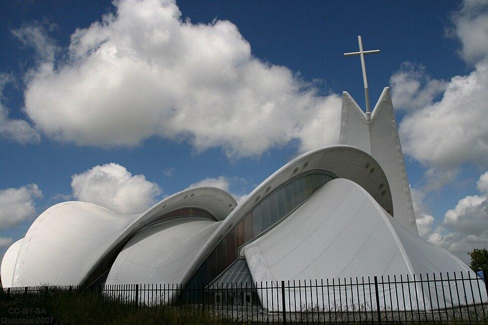 Petrus en Pauluskerk Maassluis vanaf de weg